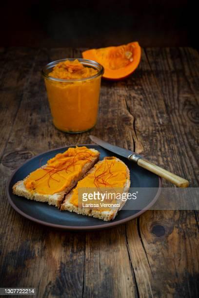 vegan pumpkin spread - larissa veronesi stock-fotos und bilder