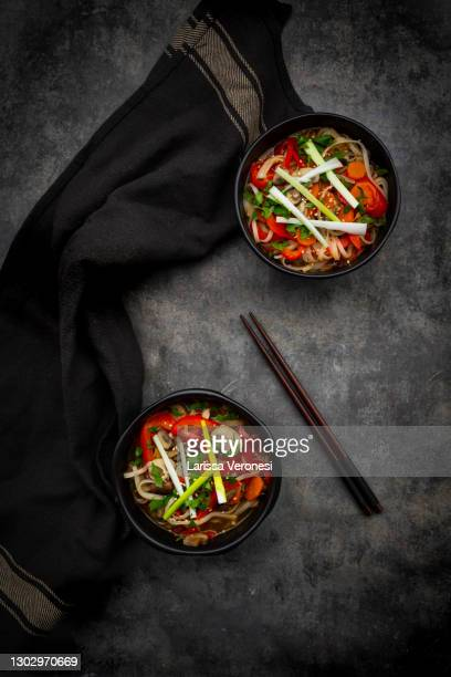 vegan ramen soup - larissa veronesi stock-fotos und bilder