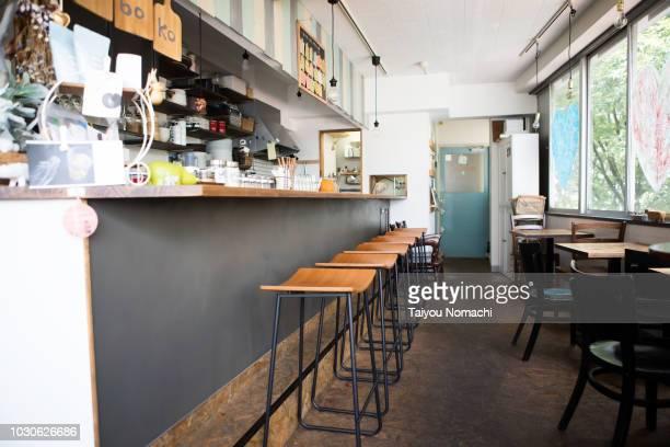vegan restaurants - カフェ ストックフォトと画像