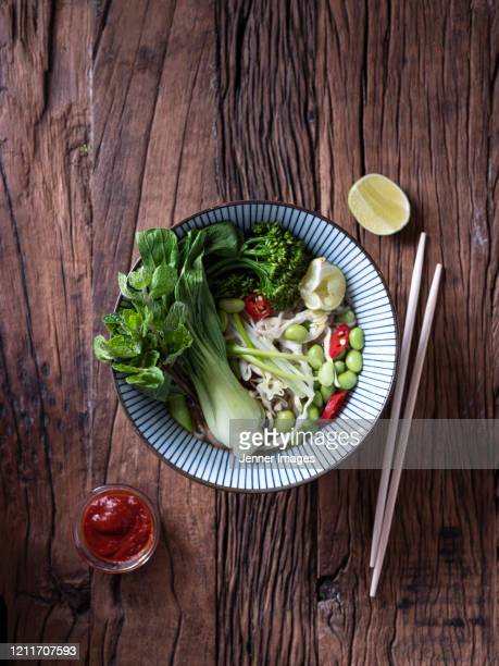 vegan, vietnamese pho soup with rice noodles and mushrooms. - 白梗菜 ストックフォトと画像
