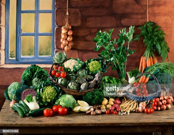 vegetable composition on a kitchen table - cavolo cappuccio verde foto e immagini stock