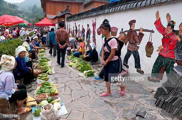 marché aux légumes village miao de la chine - province du guizhou photos et images de collection