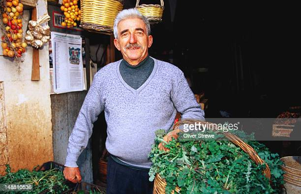 vegetable shop vendor. - apulien stock-fotos und bilder