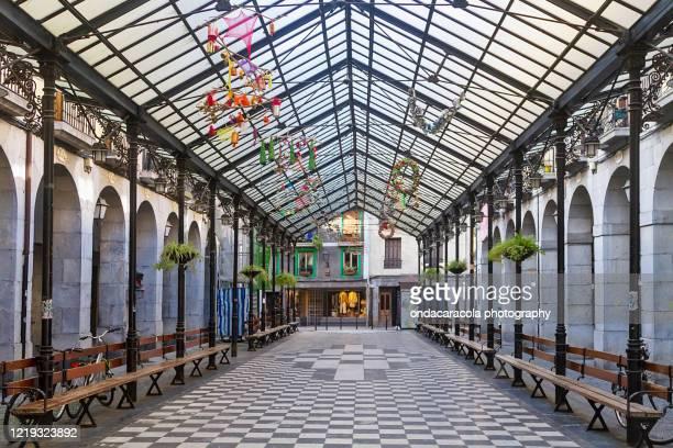 vegetable square market in tolosa town - pais vasco fotografías e imágenes de stock