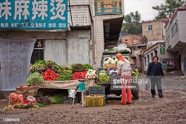 vegetable stall at dongshan market. - merten snijders imagens e fotografias de stock