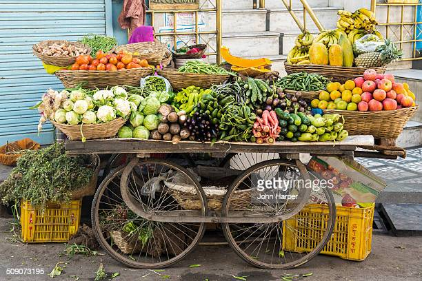 vegetable trolley, udaipur, rajasthan, india - cart stock pictures, royalty-free photos & images