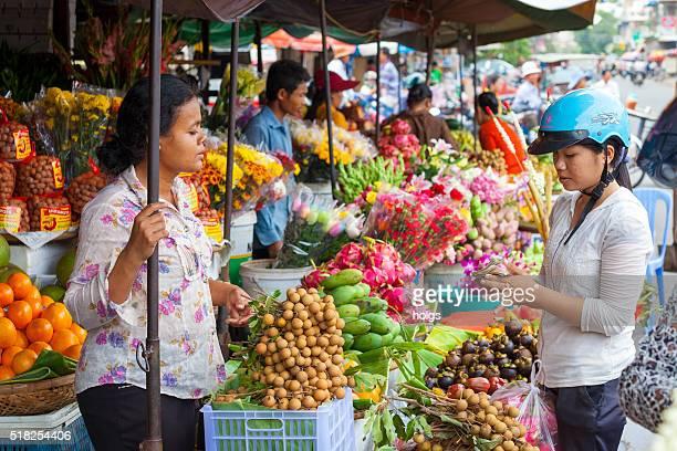 vegetable vendor in phnom penh, cambodia - phnom penh stock pictures, royalty-free photos & images