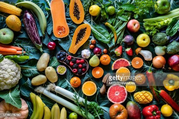 legumes e frutas alimentos veganos variados arranjo variado - vegan - fotografias e filmes do acervo