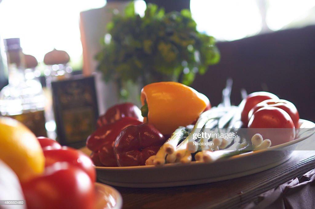 Verduras en un plato : Foto de stock