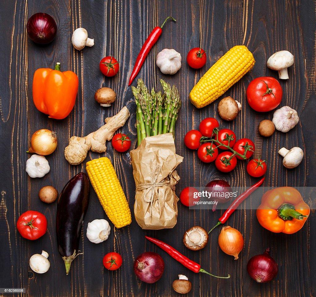 Vegetales sobre fondo de madera  : Foto de stock