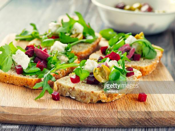 Vegetarische beetoot open sandwich