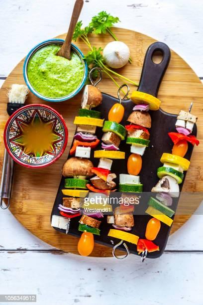 vegetarian grill skewers, tomato, yellow and green zucchini, tofu, feta, onion and champignon, argentinian chimichurri - bratspieß stock-fotos und bilder