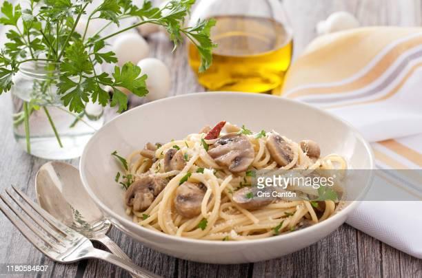 vegetarian spaghetti - cris cantón photography fotografías e imágenes de stock
