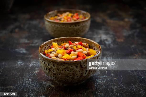 vegetarian stew with beans and bell peppers - larissa veronesi stock-fotos und bilder