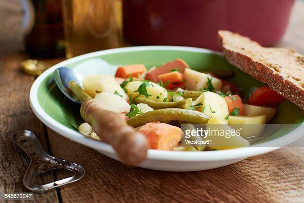 Vegetarian version of the traditional Westphalian Blindhuhn stew with vegan sausage