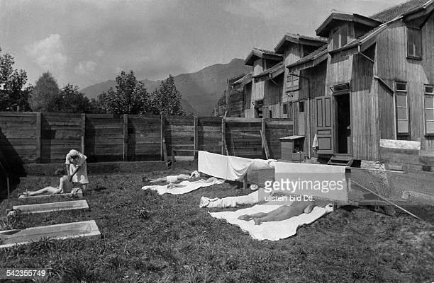 Vegetarierkolonie in Ascona, Schweiz:Im Damenbad- undatiert, vermutl. 1907veröffentlicht: Berliner Illustrirte Zeitung BIZ 3/1907Foto: Krenn