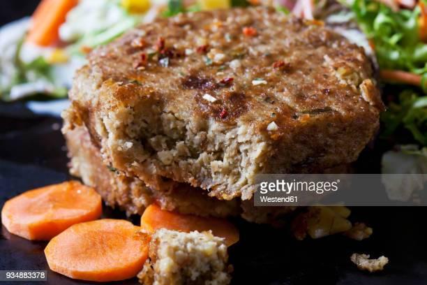 veggie burger, close-up - veggie burger stock pictures, royalty-free photos & images