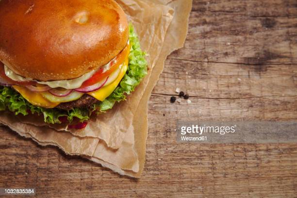 veggie burger, overhead view - burger stock pictures, royalty-free photos & images