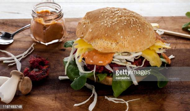 veggie burger - carolafink stock pictures, royalty-free photos & images