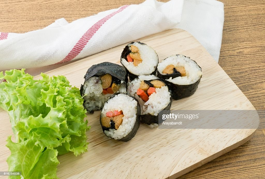 Veggie Sushi Rolls or Vegetable Maki on Wood Tray : Foto de stock