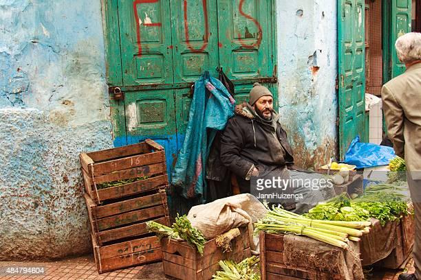 野菜のベンダーラウンジでカラフルなメディナ、rabat ,morocco - ラバト ストックフォトと画像