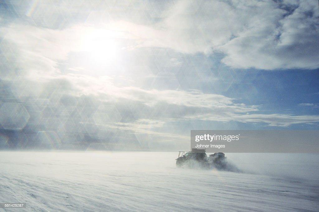 Vehicle in snowy landscape : Stock-Foto