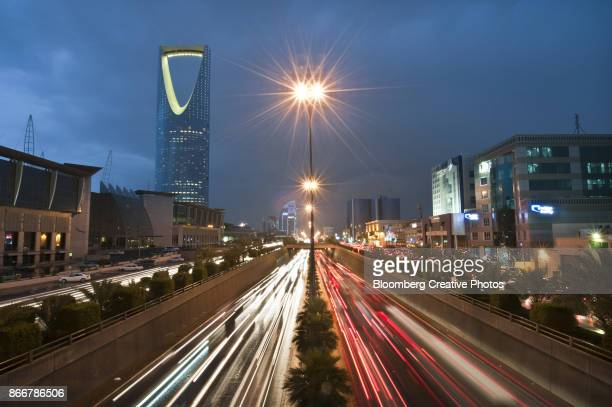vehicle light trails on king fahad road in riyadh, saudi arabia - saudi stock pictures, royalty-free photos & images