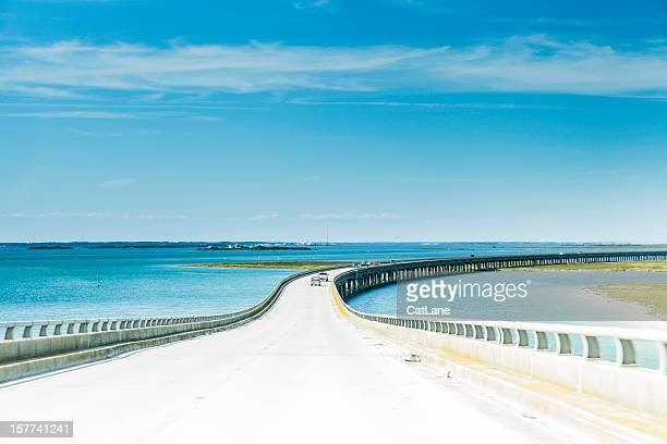 vehicles crossing the bonner bridge in north carolina - cape hatteras stock pictures, royalty-free photos & images