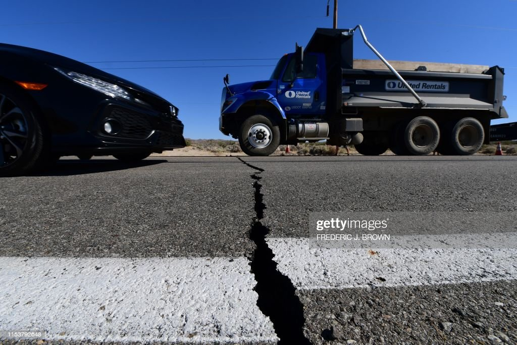 TOPSHOT-US-EARTHQUAKE : News Photo