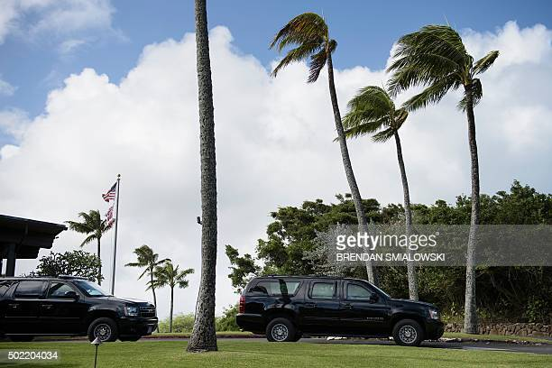 Vehicles in US President Barack Obama's motorcade are seen at Mid-Pacific Country Club while the president golfs December 21, 2015 in Kailua, Hawaii....