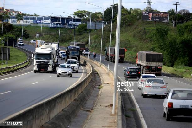 voertuigen op de snelweg br 324 in paulo filho - filho stockfoto's en -beelden