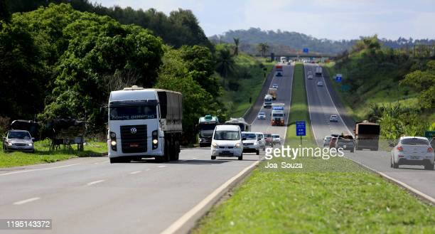 vehicles on the br 324 highway in simoes filho - filho stock pictures, royalty-free photos & images