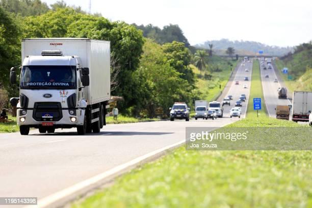 fordon på br 324 motorväg i simoes filho - filho bildbanksfoton och bilder