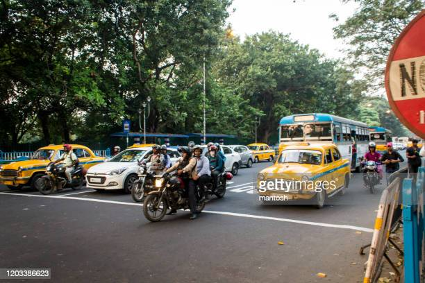 vehicles stopped at a pedestrian crossing in kolkata stock photo - kolkata stock pictures, royalty-free photos & images