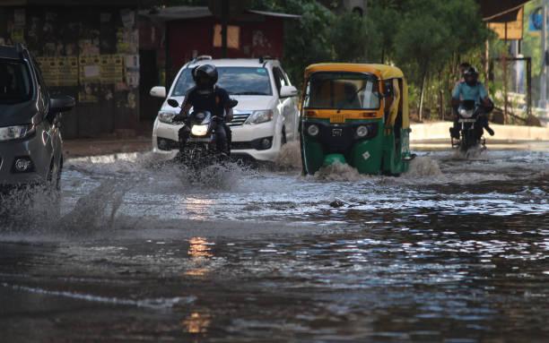 IND: Rainfall Lashes Parts Of Delhi-NCR, Temperature Dips