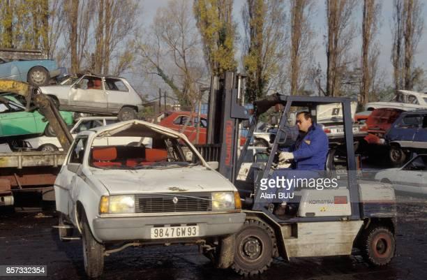 Vehicules accidentes dans une casse automobile le 26 octobre 1992 a AthisMons France