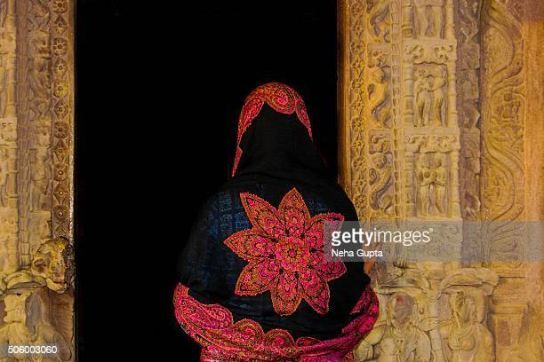 a veiled girl at the entrance of a hindu temple - neha gupta stock pictures, royalty-free photos & images