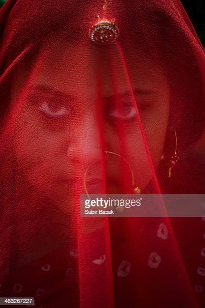 veiled woman with traditional ornaments - velo fotografías e imágenes de stock