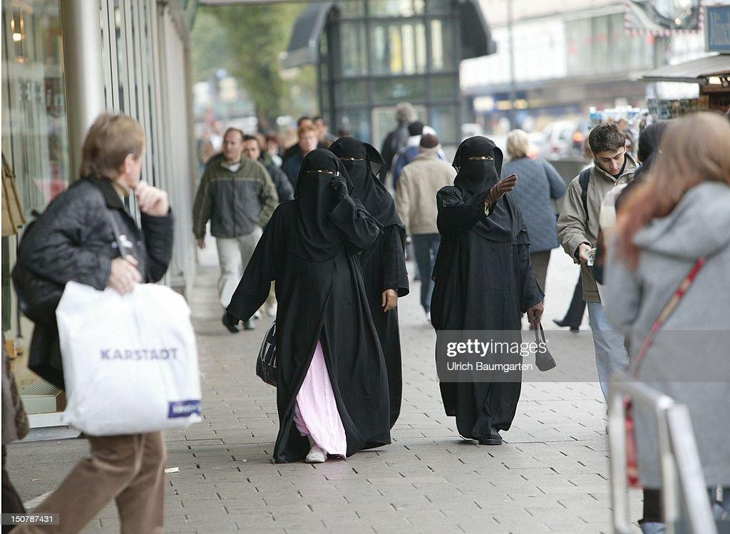 Veiled women in a pedestrian presinct in Munich. : News Photo