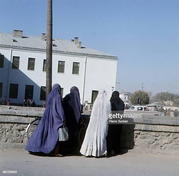 Veiled women. Kabul , October-November 1970. PB-1001-9.