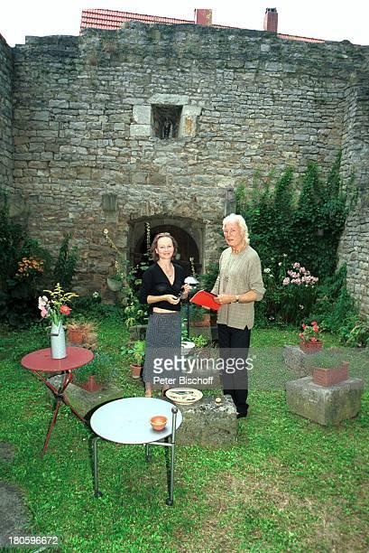 Veit Relin Ehefrau Angelika Relin Homestory TorturmTheater Sommerhausen bei Würzburg Maler Regisseur Bühnenbildner Garten Gras Blumen Pflanzen...