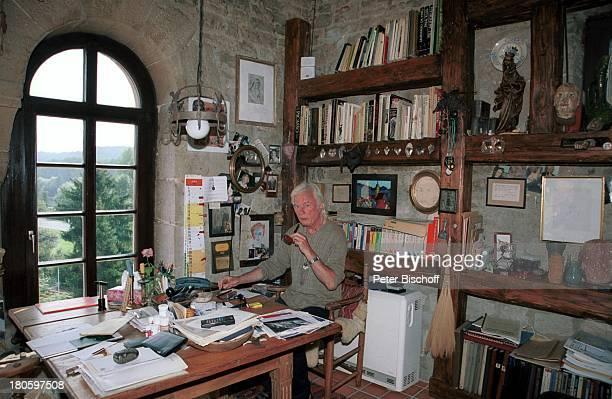 Veit Relin Homestory TorturmTheater Sommerhausen bei Würzburg Bilder Gemälde Maler Regisseur Bühnenbildner Pfeife rauchen Wohnzimmer Accessoires...