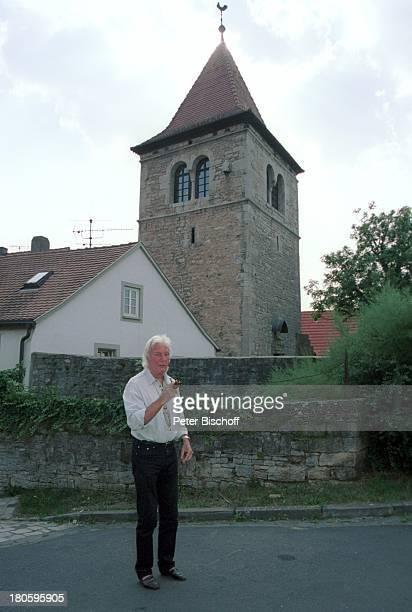 Veit Relin Homestory TorturmTheater Sommerhausen bei Würzburg Maler Regisseur Bühnenbildner Pfeife rauchen Künstler