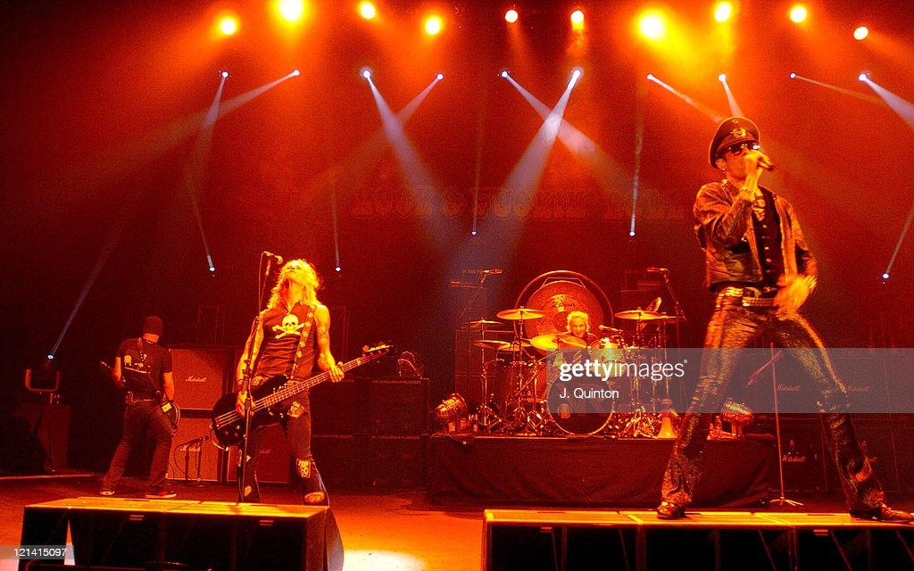 Velvet Revolver Perform Live - September 2, 2004