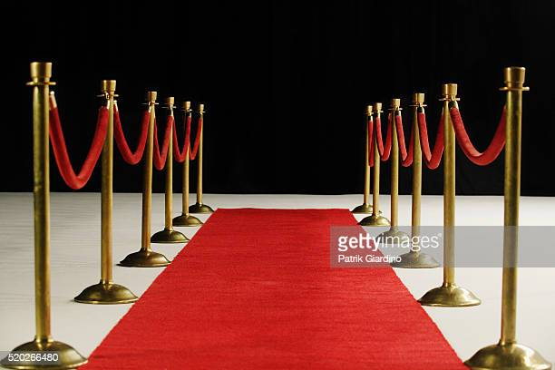 velvet ropes and red carpet - red carpet event stock pictures, royalty-free photos & images