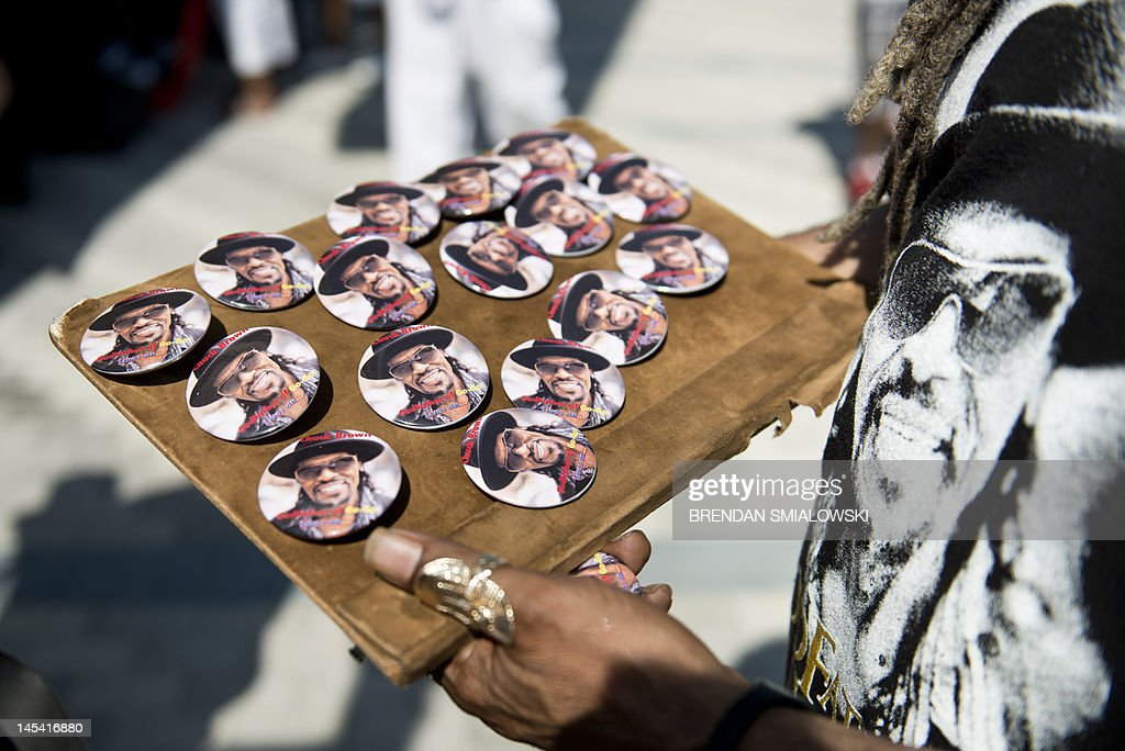 A vender sells Chuck Brown pins during a : News Photo