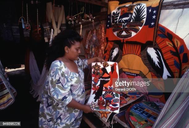 Vendeuse Wayuu sur le marché à Maracaibo Venezuela