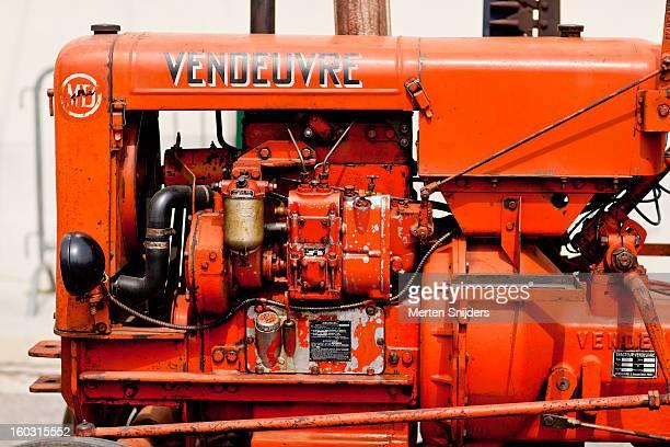 vendeuvre tractor engine - merten snijders fotografías e imágenes de stock