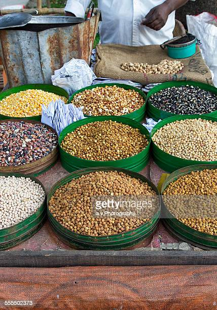 vending cart with peas in dhaka city - andre vogelaere stock pictures, royalty-free photos & images