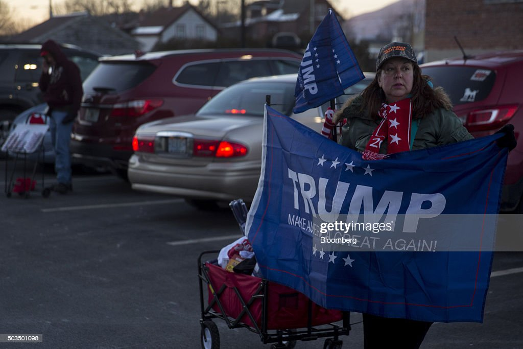 Donald Trump Holds New Hampshire Campaign Rally : News Photo